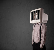 Бизнесмен с монитором на его голове traped в цифровую систему Стоковые Изображения