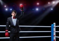 Бизнесмен с перчатками бокса в кольце Стоковое фото RF