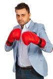 Бизнесмен с перчатками бокса Стоковое Изображение RF