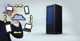 Бизнесмен с различными значками и сервер против белой предпосылки стоковая фотография rf