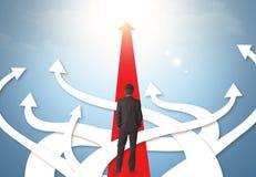 Бизнесмен с различными стрелками направления Стоковое Фото