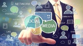 Бизнесмен с социальными концепциями средств массовой информации стоковое фото rf