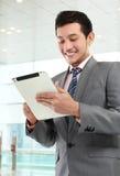 Бизнесмен с таблеткой Стоковая Фотография RF