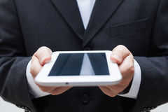 Бизнесмен с цифровой таблеткой стоковые фото