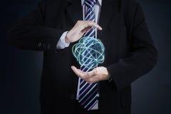 Бизнесмен с цифровым глобусом стоковая фотография rf