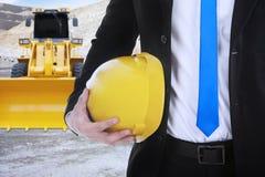 Бизнесмен с backhoe на конструкции стоковое изображение rf