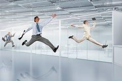Бизнесмен танцев в офисе Стоковые Изображения RF