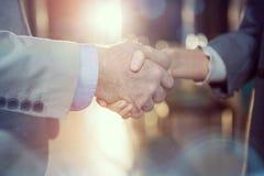 Бизнесмен тряся руки с коллегой Стоковые Фотографии RF