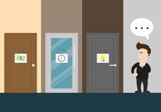 Бизнесмен думает о выбирать дверь Стоковые Изображения RF