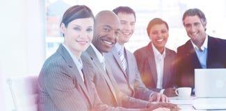 Бизнес-группа показывая разнообразность в встрече стоковые изображения rf