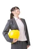 Бизнес-леди архитектора азиатская смотря вверх стоковая фотография