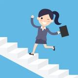 Бизнес-леди бежать вверх лестницы Стоковые Фото