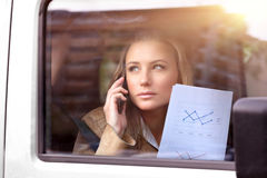 Бизнес-леди в автомобиле Стоковые Фото