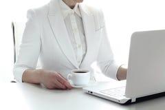 Бизнес-леди в конце-вверх офиса Стоковая Фотография
