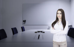 Бизнес-леди в установке офиса стоковые фото