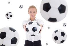 Бизнес-леди держа футбольный мяч над белой предпосылкой с fl Стоковое Фото