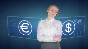 Бизнес-леди делает финансовый анализ на экранах касания доллар, евро, Европа видеоматериал