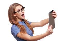 Бизнес-леди используя цифровой ПК планшета Стоковое Фото