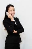 Бизнес-леди и мобильный телефон стоковая фотография