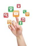 Бизнес-леди отжимая кнопку электронной почты стоковая фотография rf