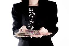 Бизнес-леди показывает деньги перевод принципиальной схемы 3d изолированный облечением Стоковое фото RF