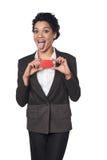 Бизнес-леди показывая кредитную карточку кредита без обеспечения стоковое фото rf