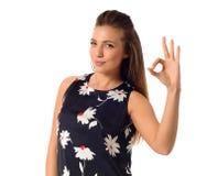 Бизнес-леди показывая одобренный знак Стоковое фото RF