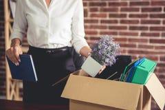 Бизнес-леди получая увольнянный стоковое изображение