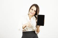 Бизнес-леди при таблица показывая большие пальцы руки вверх Стоковые Изображения RF