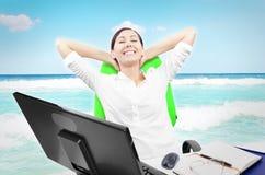 Бизнес-леди расслабляющая Стоковое Изображение RF
