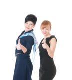 2 бизнес-леди с большим пальцем руки вверх Стоковое фото RF