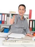 Бизнес-леди с большим пальцем руки вверх Стоковое Изображение RF
