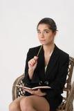 Бизнес-леди с тетрадью и карандашем в руке Стоковые Изображения RF