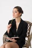 Бизнес-леди с тетрадью и карандашем Стоковые Фото