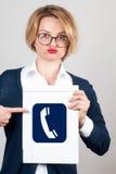 Бизнес-леди, указывая палец на значок мультимедиа Стоковые Изображения RF