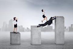 Бизнес лидер крича к ее работникам Стоковая Фотография