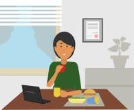 Бизнес-леди есть закуски пока сидящ на ее столе иллюстрация штока