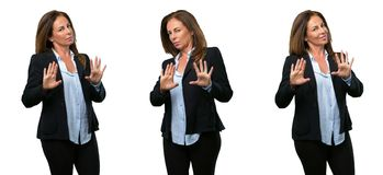 Бизнес-леди среднего возраста с длинными волосами стоковые изображения rf