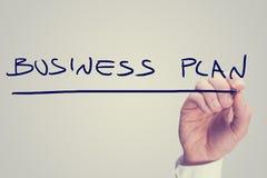 Бизнес-план сочинительства руки на виртуальном экране Стоковая Фотография