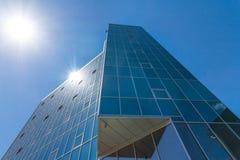 Бизнес-центр на предпосылке голубого неба Стоковые Фотографии RF