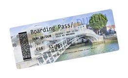Билеты посадочного талона авиакомпании к Дублину - самому известному мосту Стоковое Изображение