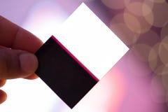 Билет для особенного события с розовой освещая предпосылкой стоковое изображение rf