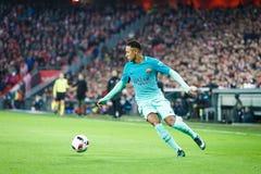 БИЛЬБАО, ИСПАНИЯ - 5-ОЕ ЯНВАРЯ: Neymar, игрок Барселоны, в действии во время спички чашки восьм-выпускных экзаменов испанской Стоковое Изображение