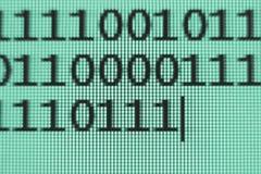 Бинарный код на экране Стоковое Изображение