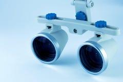 Бинокулярное зубоврачевание loupes Применение оптики в treatme Стоковое Фото