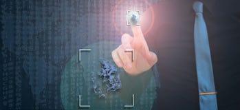 Биометрическая проверка, бизнесмен выходя отпечаток пальцев на виртуальный экран стоковые изображения rf