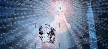 Биометрическая проверка, бизнесмен выходя отпечаток пальцев на виртуальный экран стоковое фото