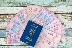 Биометрический украинский пасспорт с hryvnias Стоковое Фото