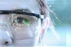 Биометрический ученого с футуристическими графиками Visi дела Стоковая Фотография