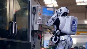 Бионическое droid управляет пультом управления акции видеоматериалы